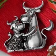 """Брошь: """"Бык с коровой""""  арт. 57668 /Бижутерный сплав/ Импортер: Мадам Брошкина."""